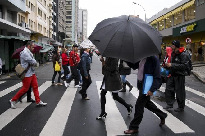 Terça-feira será chuvosa em Curitiba   André Rodrigues/Gazeta do Povo/Arquivo