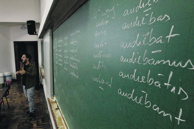 Aula de latim na UFPR: aumento da demanda pelos cursos de línguas clássicas   Jonathan Campos/Gazeta do Povo