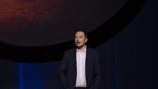 Milionário Elon Musk, fundador da companhia de carros elétricos Tesla e do projeto espacial SpaceX, quer conectar cérebros a computadores   Hector Guerreo/AFP