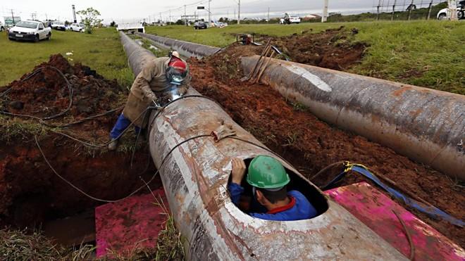Alto custo de manutenção da rede é o principal desafio para diminuir perdas na distribuição de água | Albari Rosa/Gazeta do Povo