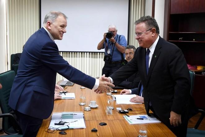 O ministro da Agricultura, Blairo Maggi, e o comissário europeu para Saúde de Sanidade Alimentar, Vytenis Andriukaitis, reuniram-se nesta terça-feira. | EVARISTO SA/AFP
