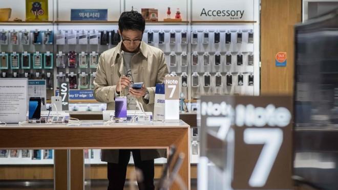 A Samsung vai voltar a vender o Galaxy Note 7, smartphone que teve problemas com a bateria e chegou a explodir no ano passado | Ed Jones/AFP