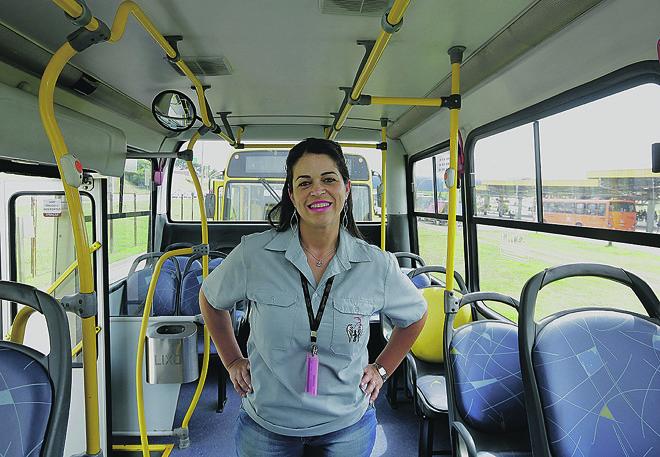 Carina é motorista há 13 anos numa profissão predominada por homens e não se sente discriminada. | Giuliano Gomes
