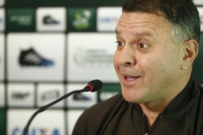 Pachequinho espera que a diretoria decida seu futuro como comandante do Coritiba até o início do Brasileiro. | Hugo Harada/Gazeta do Povo