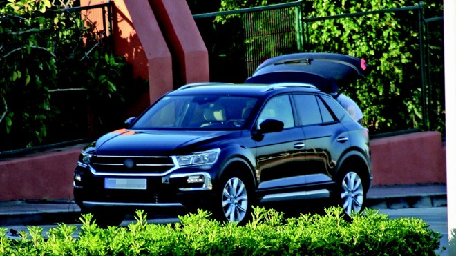 Novidade da Volkswagen foi vista com pouca camuflagem na Europa e  chegará ao Brasil para duelar com Jeep Compass no segmento de compacto médio. | /