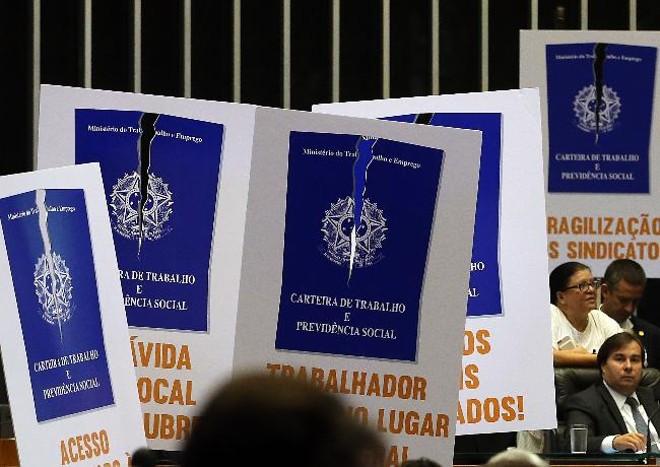 O presidente da Câmara dos Deputados, Rodrigo Maia (DEM-RJ), durante a votação da reforma trabalhista: opositores fizeram barulho contra o projeto. | Antonio Cruz/ Agência Brasil