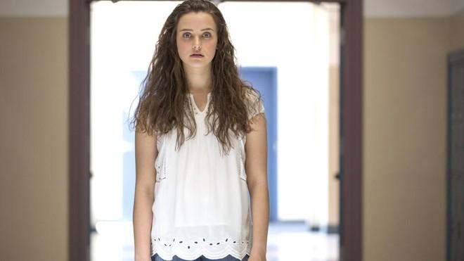 Hannah Baker: suicídio gráfico é quase um tutorial para os adolescentes | Beth Dubber/Netflix/Divulgação