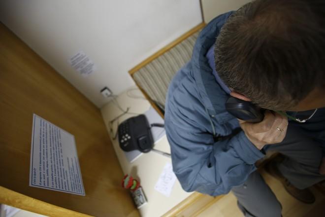Atendimento do CVV é feito por telefone, e-mail, Skype e chat 24 horas por dia | Marcelo Andrade/Gazeta do  Povo