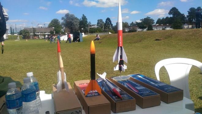 Os foguetes fabricados pelos estudantes alcançam  alturas de 50 a  mil metros. | Crédito: Anna Sens