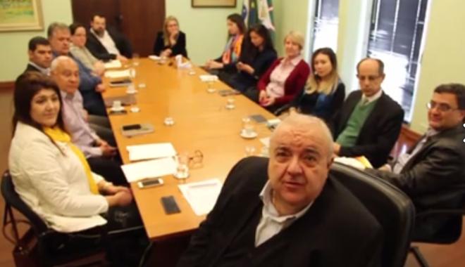 Prefeito de Curitiba, Rafael Greca (PMN), reuniu secretários e assessores para discutir prevenção ao suicídio no município, após tentativas influenciadas por jogo Baleia Azul | Reprodução/