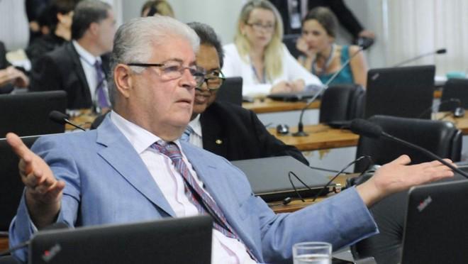 O senador Roberto Requião (PMDB-PR) é o relator do tema na CCJ do Senado. | Geraldo Magela/Agência Senado