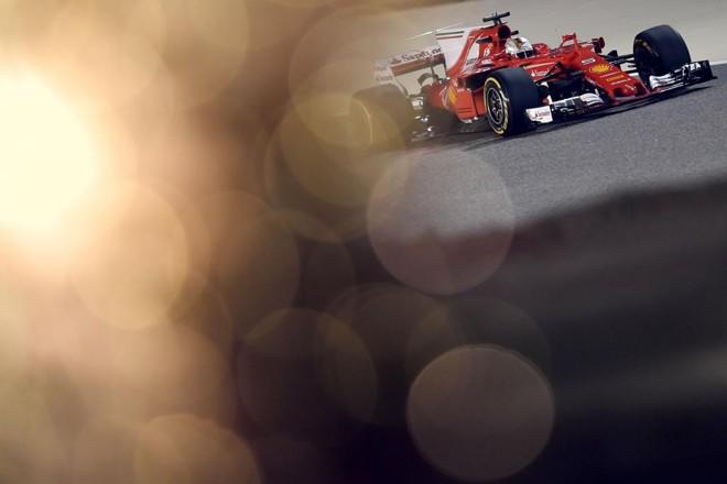 Sebastian Vettel terminou o treino no Bahrein com o melhor tempo nesta sexta-feira. | Andrej Isakovic/AFP
