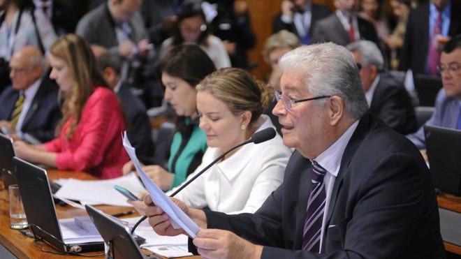 Requião na CCJ: senador é o relator do projeto que muda o crime de abuso de autoridade. | Pedro França/Agência Senado