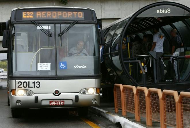 A partir desta  segunda, Ligeirinho Aeroporto deixa de passar em sete pontos e vai apenas para os terminais de São José dos Pinhais e do Boqueirão. | Aniele Nascimento/Gazeta do Povo
