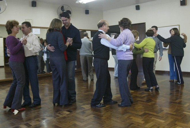 Pesquisadores avaliam que demandas cognitivas da dança podem estimular parte do cérebro responsável pela memória. | Valterci Santos/Arquivo Gazeta do Povo