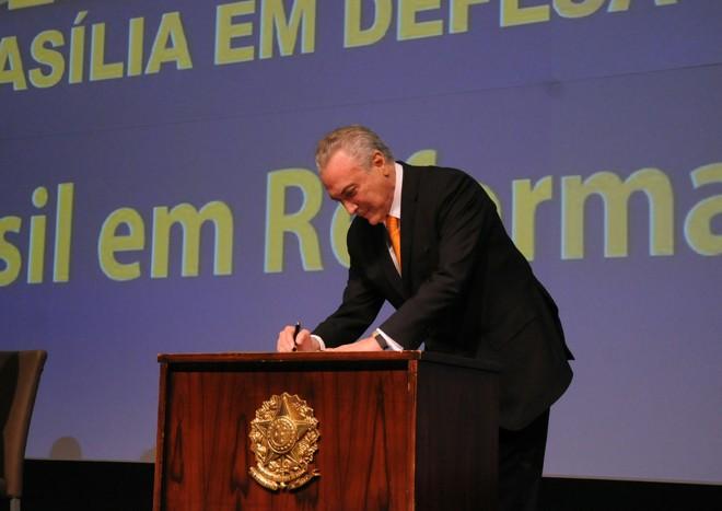 Temer assina MPque beneficia municípios de olho na pressão de prefeitos sobre deputados por votos favoráveis à reforma da previdência. | Divulgação/CNM