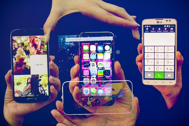 Você sabe o que é mobile commerce? As vendas por celular e tablet são a grande tendência do e-commerce no Brasil. | Brunno Covello/ArquivoGazeta do Povo