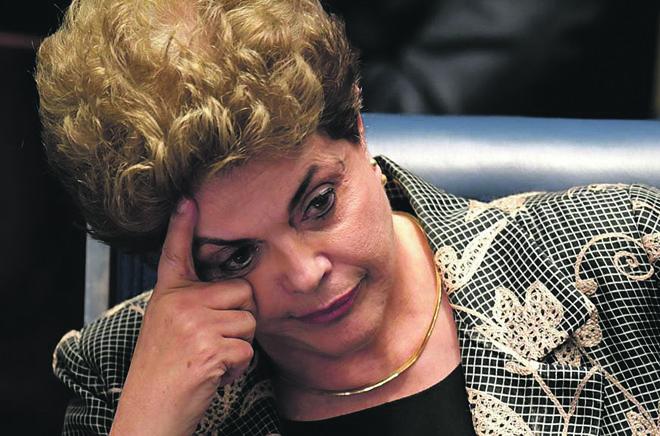 Com apenas 11,4% das intenções de voto, Dilma  teria dificuldades até mesmo de convencer o PT a colocá-la como candidata no lugar da Paulo Paim. | Evaristo Sá/AFP