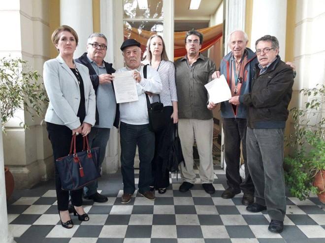 Conselheiros do patrimônio histórico entregaram carta endereçada a Beto Richa | Divulgação/