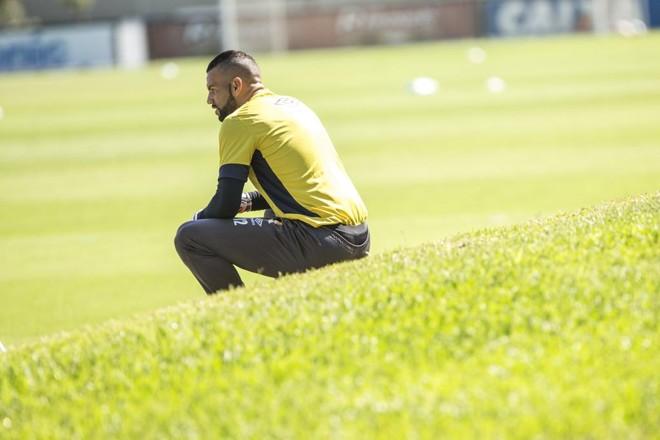 Goleiro Weverton não estará em campo no Couto Pereira. Santos é o provável  substituto. | Marcelo Andrade/Gazeta do Povo