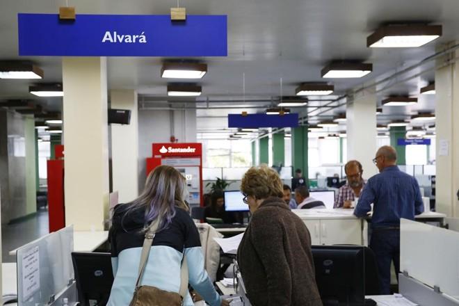 Só para consultar  viabilidade da empresa, fila chegou a 45 dias | Henry Milleo/Gazeta do Povo