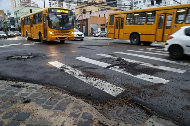 Alagamento deixou rastro em ruas do Centro de Curitiba | Aniele Nascimento/Gazeta do Povo