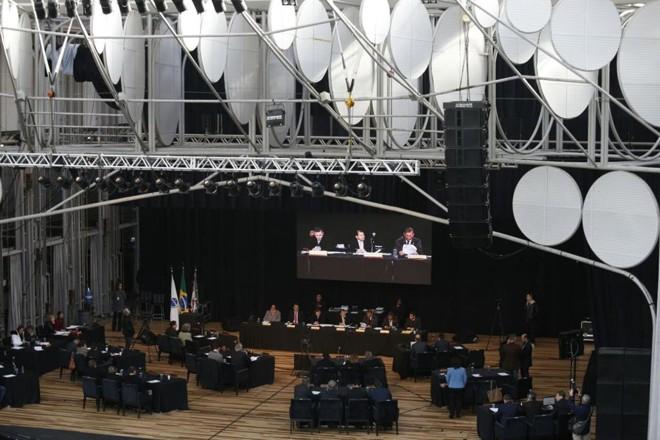 Vereadores fizeram a sessão desta terça-feira (27) também na Ópera de Arame   Jonathan Campos/Gazeta do Povo