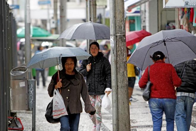Terça-feira terá frio e chuva em Curitiba | Antônio More/Gazeta do Povo