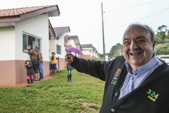Rafael Greca entrega casas do Residencial Arapoti no Campo Comprido | Pedro Ribas/SMCS/Divulgação