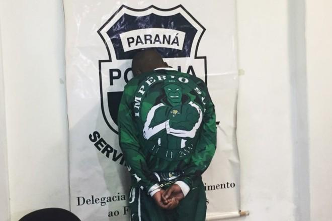 Torcedor do Coxa suspeito de agredir corintiano foi apresentado durante coletiva de imprensa | Felipe Rosa/Tribuna do Paraná