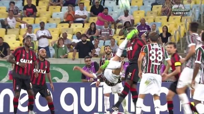 Renato acertou o rosto do zagueiro Wanderson. | Reprodução Premiere/
