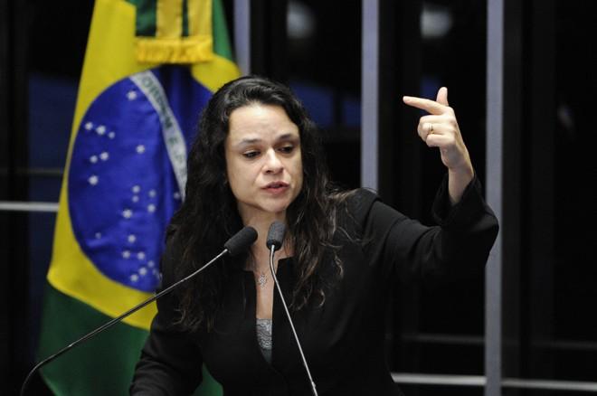 Janaína Paschoal cobra coerência de quem apoiou o impeachment de Dilma agora no julgamento da chapa no TSE. | Edilson Rodrigues/Agência Senado