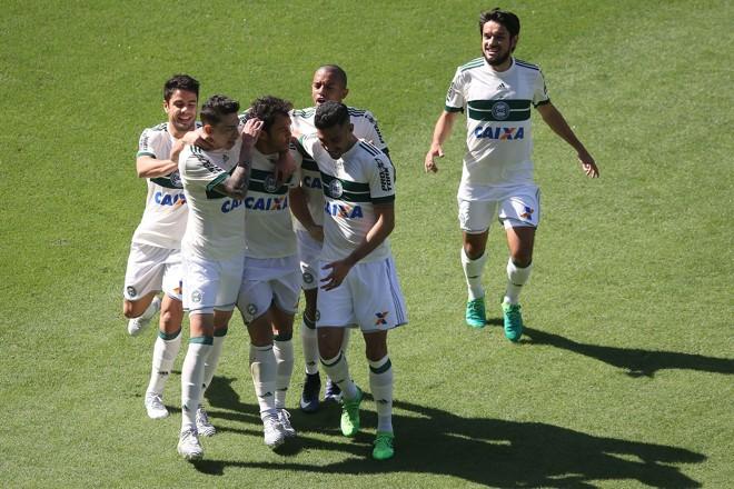 Kléber comemora o primeiro gol no Brasileirão | SATIRO SODRÉ/ESTADÃO CONTEÚDO