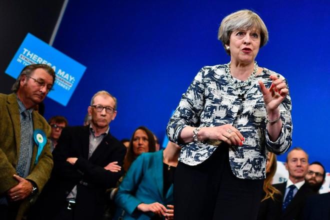 A primeira-ministra britânica Theresa May: vantagem para os trabalhistas caiu nas últimas semanas | BEN STANSALL/AFP