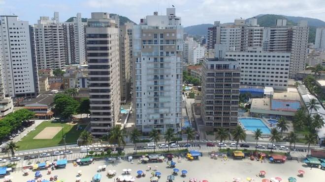 Condomínio Solaris (ao centro), no Guarujá, onde fica o tríplex que supostamente pertence a Lula. | Márcio Fernandes/Estadão Conteúdo
