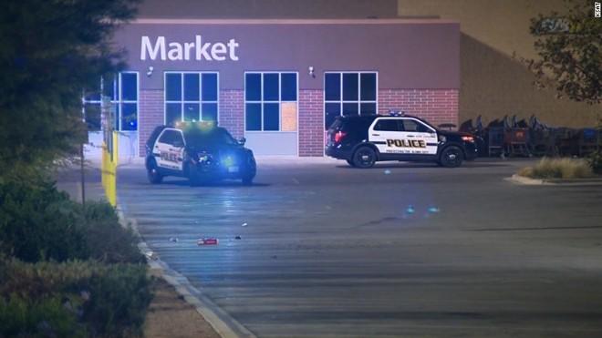 O caminhão foi encontrado no estacionamento de um supermercado após alerta de um funcionário do estabelecimento.   Reprodução/CNN