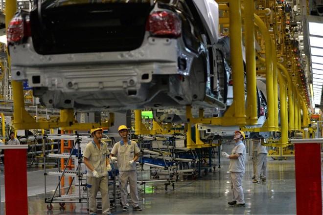 Trabalhadores da FAW-Volkswagen em Chengdu, na província de Sichuan: entre 2005 e 2015, os chineses se tornaram em média 8,7% mais produtivos | GOH CHAI HIN/AFP
