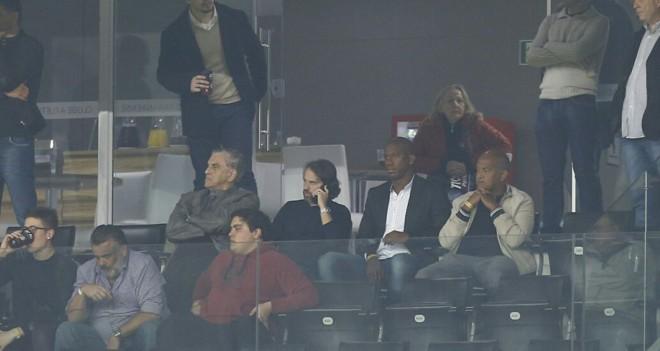 Acompanhado de seu empresário, Ribamar assiste jogo na Arena junto com MarioCelsoPetraglia. | Jonathan Campos/Gazeta do Povo