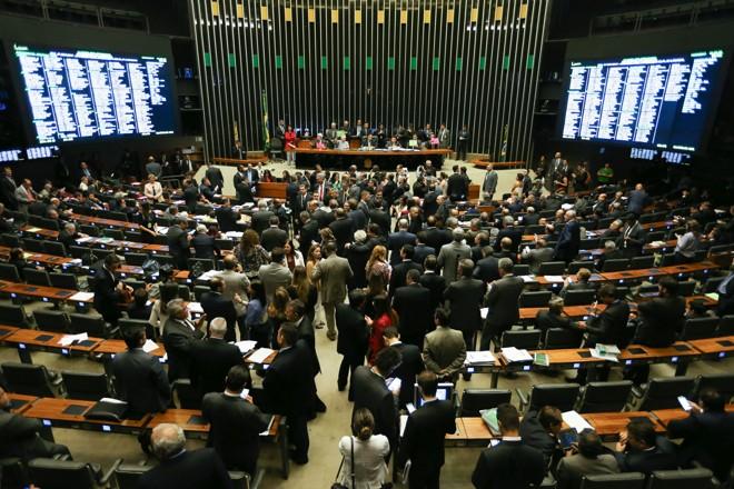 Plenário da Câmara: líderes seguem numa direção e bancadas (ou ao menos parte delas) em outra. | Fabio Rodrigues Pozzebom/Agência Brasil