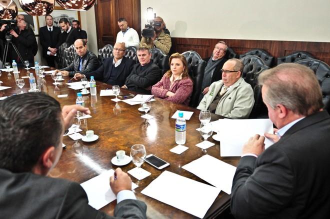 Parlamentares se reuniram com representantes do TRE-PR nesta segunda na Assembleia Legislativa.   Pedro de Oliveira/Alep