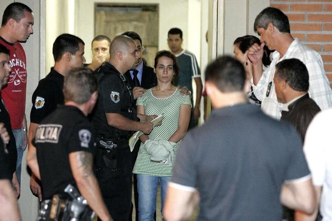 Anna Carolina Jatobá, condenada por matar a enteada, Isabella Nardoni, quando se apresentou à polícia, em 2008. | Nilton Fukuda/Agência Estado/Arquivo