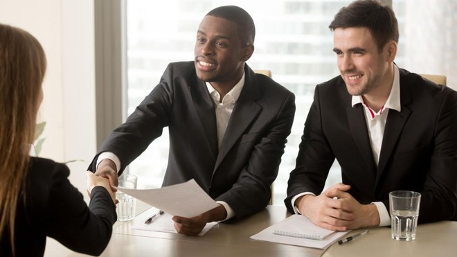Demonstrar seus conhecimentos da maneira certa é importante para chamar atenção de recrutadores na entrevista de emprego, mas não esqueça de trazer exemplos concretos. | Bigstock/