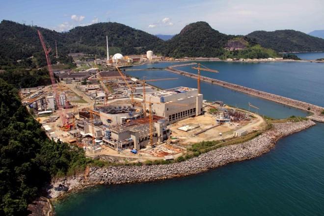 Construção da usina nuclear Angra III é citada como um ralo que drenou R$ 20 bilhões da Eletrobras: obra, que está atrasada, tem custos muito altos que não justificam o investimento. | Divulgação/Eletrobras