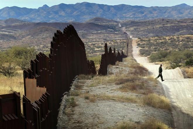 Guarda faz patrulhamento na fronteira entre os Estados Unidos e o México | JM/kle/ JOHN MOORE