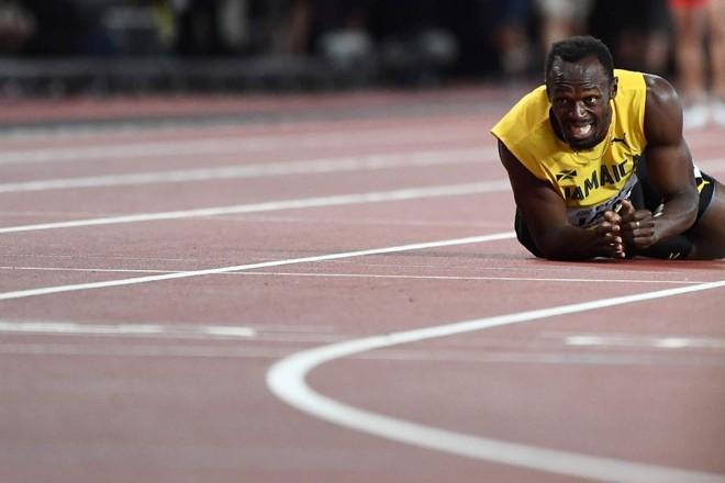 Bolt sentiu uma lesão e não terminou a última prova da carreira | JEWEL SAMAD/AFP