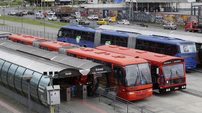 Segundo dados da Urbs, dez veículos já têm 17 anos de circulação. Limite é dez | Daniel Castellano/Gazeta do Povo