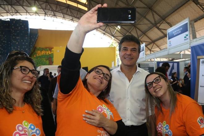 Richa em clima de campanha nesta semana, no mutirão da Cidadania do Bairro Novo, na região Sul de Curitiba. | AEN-PR/