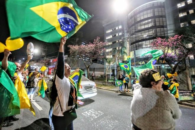 Ato do MBL em Curitiba: volta às ruas pelo Escola Sem Partido | Lineu FilhoTribuna do Paraná