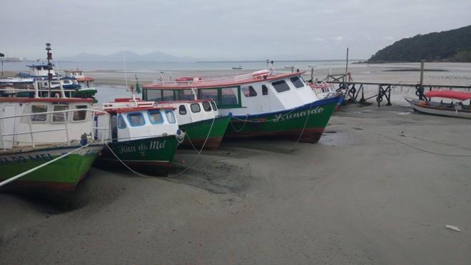 Fenômeno deixou muitas embarcações encalhadas neste fim de semana | Robson Paiter/Agora Litoral