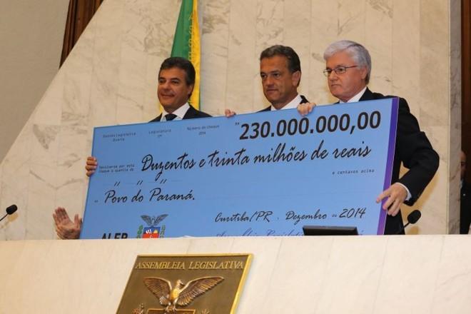 Parte do dinheiro devolvido pela Assembleia ao governo no final de 2014 bancou aditivos à Valor.   Arquivo/Gazeta do Povo